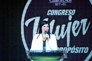 La pastora de la Red de Mujeres, Silvana Doumat, organizadora y predicadora del evento / CdeD