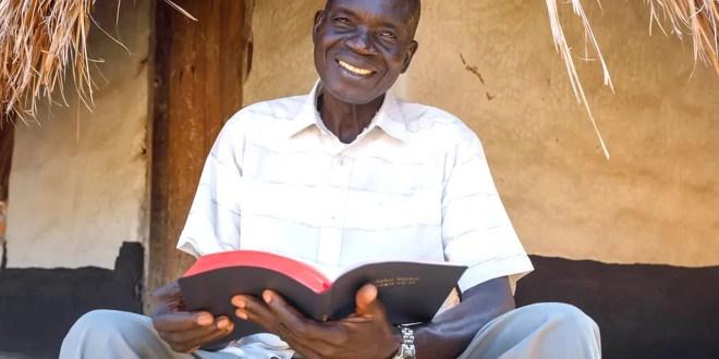 La traducción de la Biblia supera el hito de los 700 idiomas