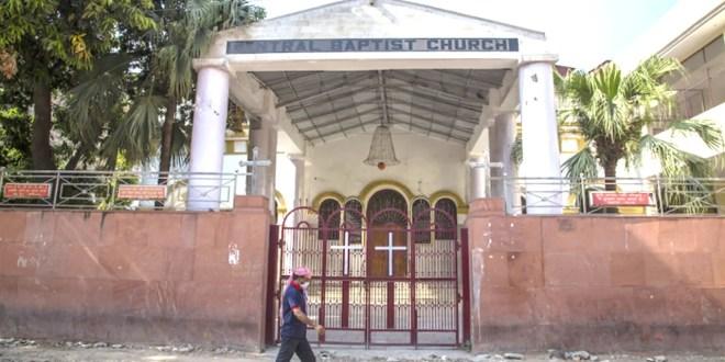 Cristianos en una aldea india golpeados, obligados a reconvertirse a las religiones tribales