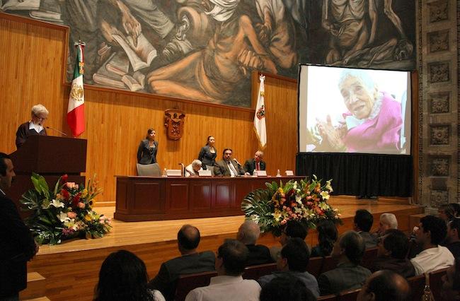 Luz María Villarreal de Puga en el homenaje por sus 100 años de vida.