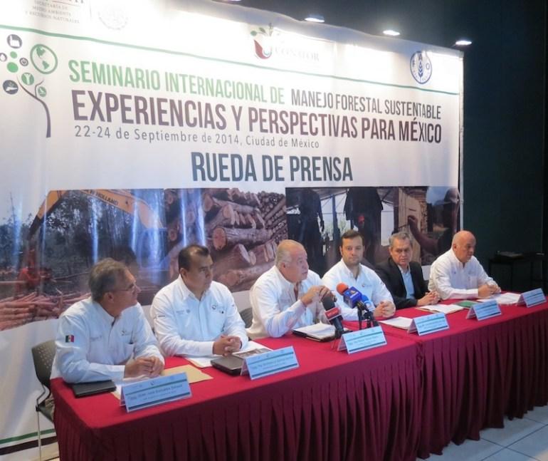 Funcionarios de la Conafor en rueda de prensa. Foto: Conafor