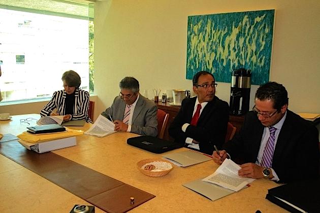 Angélica Casillas Martínez, Directora General de la Comisión Estatal del Agua, firma el Convenio de Apoyo Financiero para el inicio de los trabajos para la construcción del Acueducto el Zapotillo- Los Altos de Jalisco- León Guanajuato.