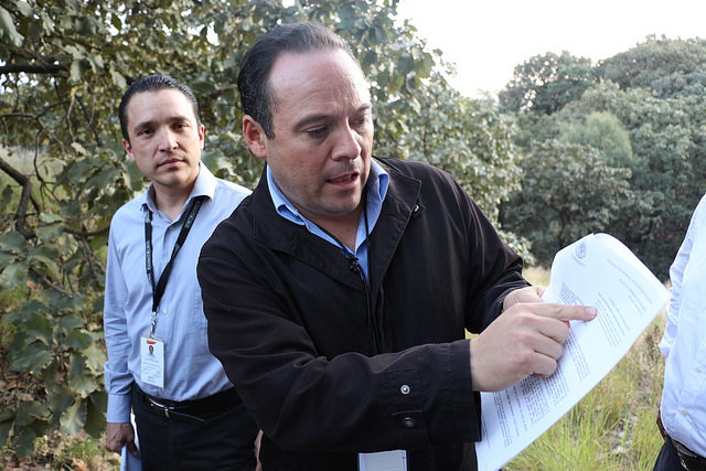 Alberto Uribe, Presidente Municipal de Tlajomulco en una visita al Bosque de La Primavera, donde se pretende construir Santa Anita Hills. Foto: Ayuntamiento de Tlajomulco