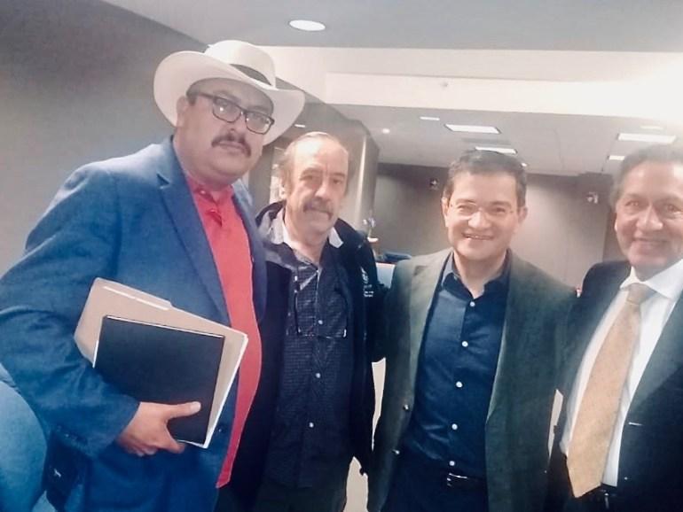 Guadalupe Espinoza con funcionarios de Semarnat
