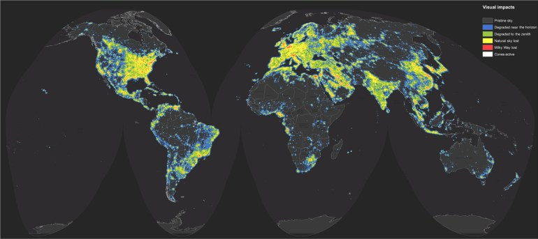 "Mapa del impacto visual de la contaminación lumínica durante las noches. Imagen elaborada por los autores de ""The new world atlas of artificial night sky brightness"""