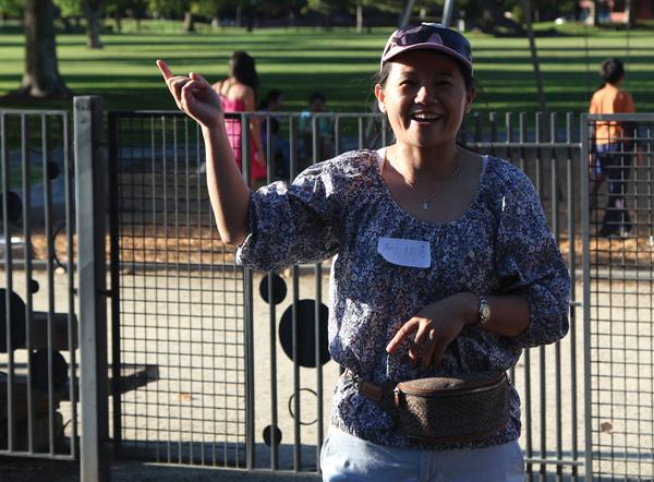 Amy Yang (left) and Debra Cen (right) talk to club members at the Palo Alto Chinese Parent Club's September picnic, held at Mitchell Park. Photo courtesy of Yunteng Huang.