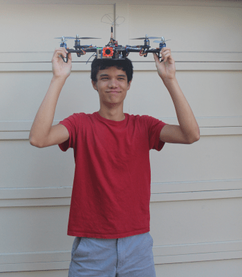 paly drone