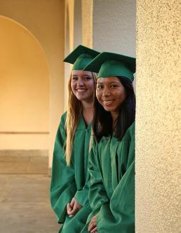 Lisa Rogge y Gloria Guzman, dos estudiantes de primera generación.