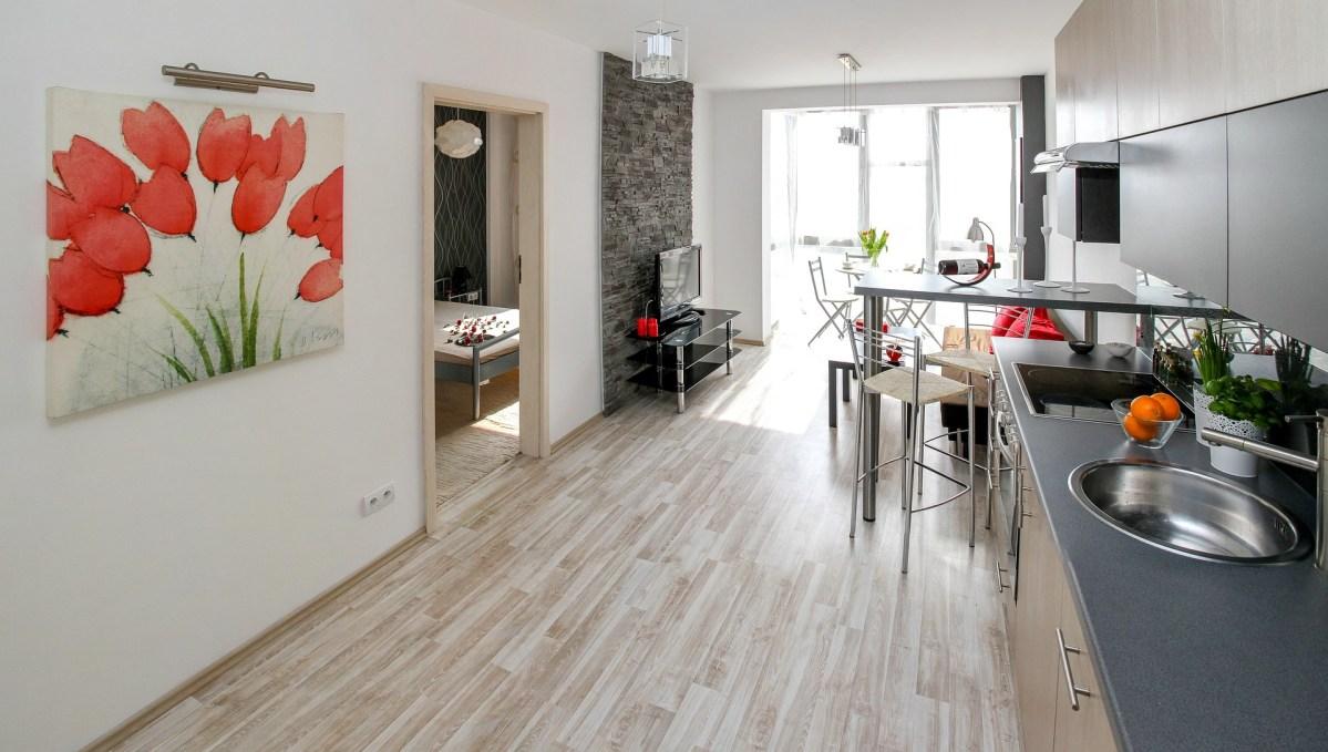 Cómo ahorrar espacio en una casa pequeña usando herrajes