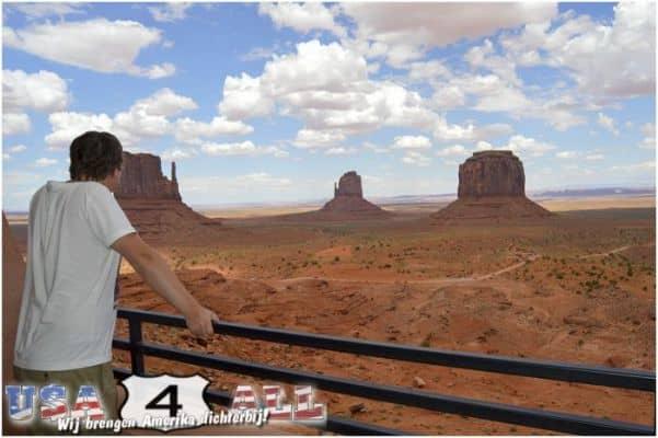 Monument Valley - zicht vanaf balkon van een kamer