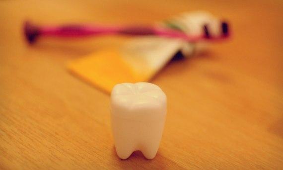 Kind beim Zahnarzt tapfer
