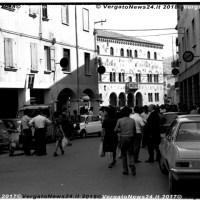 Archivio Stagni - Una giornata al mercato in piazza a Vergato