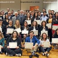 Matteo Neri ha premiato gli studenti più bravi con i riconoscimenti Emil Banca