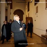 """Sgarbi a Vergato visita i tesori d'arte della Chiesa Parrocchiale; """"Santa Maria visitante"""", olio su tela, cm. 136x185."""