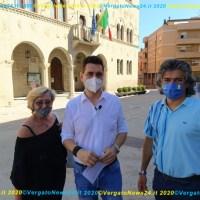 """Massimo Ricci con una troupe di èTV a Vergato per registrare una puntata speciale di """"Dedalus"""" in onda venerdì prossimo"""