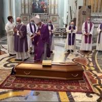L'ultimo viaggio di Don Martino Mezzini del pensionato San Rocco di Camugnano