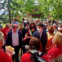 Il Ministro della Salute Speranza e il Presidente della Regione Bonaccini all'hub vaccinale di Silla