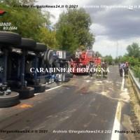 Incidente sulla SS.64 Porrettana a Marzabotto - Un camion dei rifiuti si ribalta, due sorelle e l'autista al Maggiore