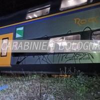 Graffitari sorpresi dai Carabinieri a imbrattare un treno a Porretta, denunciati