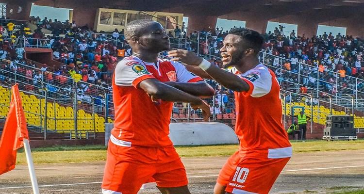 Des joueurs de Horoya AC lors d'un match contre le Djoliba au stade du 28 septembre