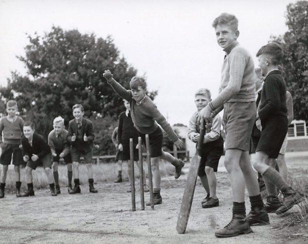 drouin_schoolboys_playing_cricket_drouin_victoria_1_6174076512