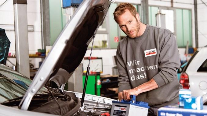 Ohne Batterie geht es nicht: Autofahrer sollten sie daher richtig pflegen und regelmäßig vom Fachmann warten lassen. - Foto: djd/Robert Bosch GmbH