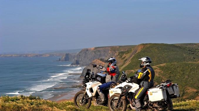 Mit leichtem Gepäck auf großer Tour: Beim Beladen des Motorrades sollten Biker auf eine gute Verteilung des Gewichtes achten. - Foto: djd/Delticom