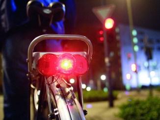 Mit der richtigen Beleuchtung gefährdet man weder die eigene Sicherheit noch die der anderen VerkehrsteilnehmerInnen. - Foto: djd/pd-f.de/bumm