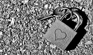 key-to-the-heart-2509704_1920