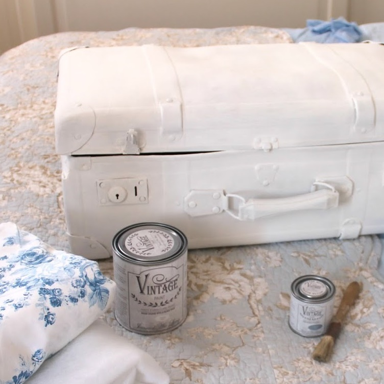 How to transform a shabby chic style chest of drawers with antique waxes! Vintage Paint Come Lavorare Sul Ferro Vernici Shabby