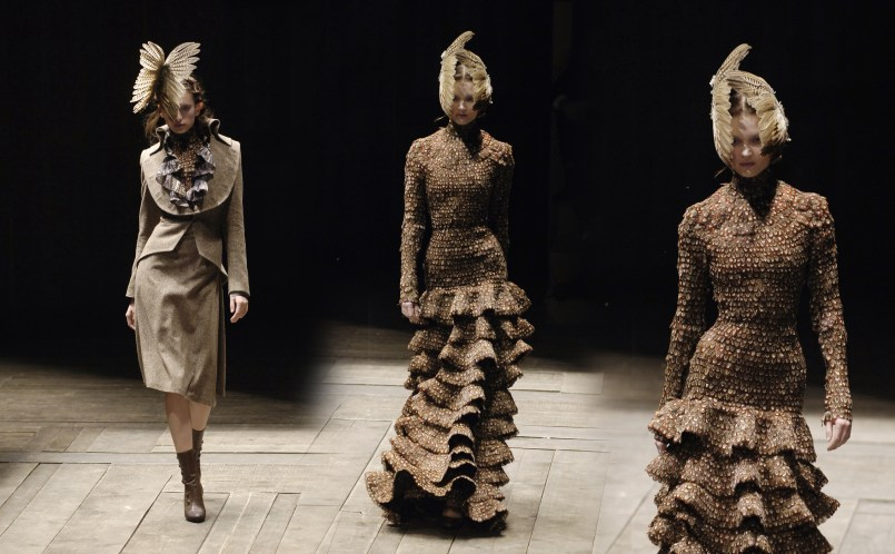 ALEXANDER McQUEEN: THE WIDOWS OF CULLODEN AW 2006