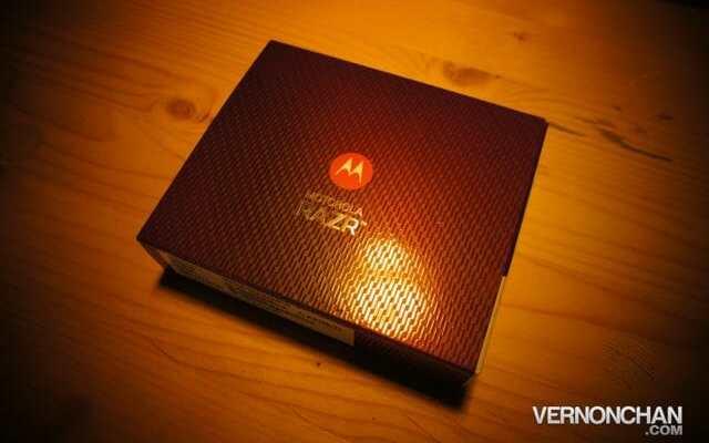 Motorola RAZR Unboxing