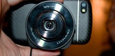 Sony-QX10-on-a-BB-Q10-1