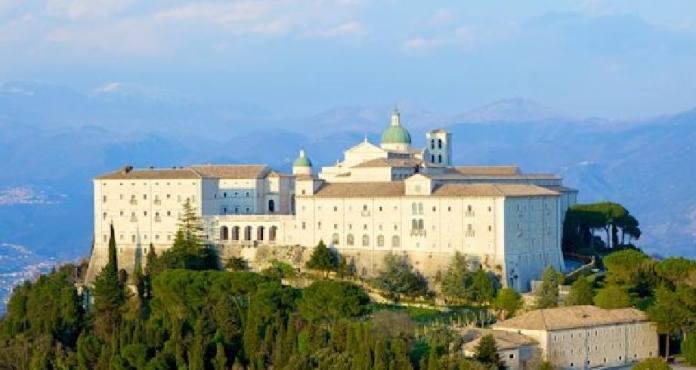 L'abbazia di Montecassino è arrocata su una collina di 516 metri