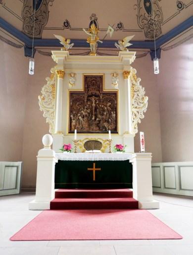 Beedenbostel_Martinskirche_Altar@20150819.JPG