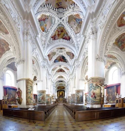 Kremsmünster_Stiftskirche_innen_stitch.jpg