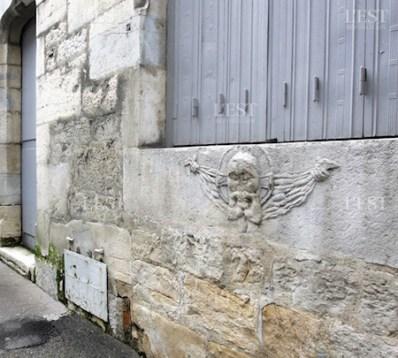 sur-ce-mur-une-representation-du-suaire-de-besancon-l-image-du-christ-sculptee-dans-la-pierre-rue-renan-pres-de-saint-jean-ou-se-deroulait-l-ostention-du-xvi-e-au-xviii-e-siecle-photo-ludovic-laude