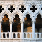 venice-travel_ducal-palacebalcony-overlooking-the-piazzetta