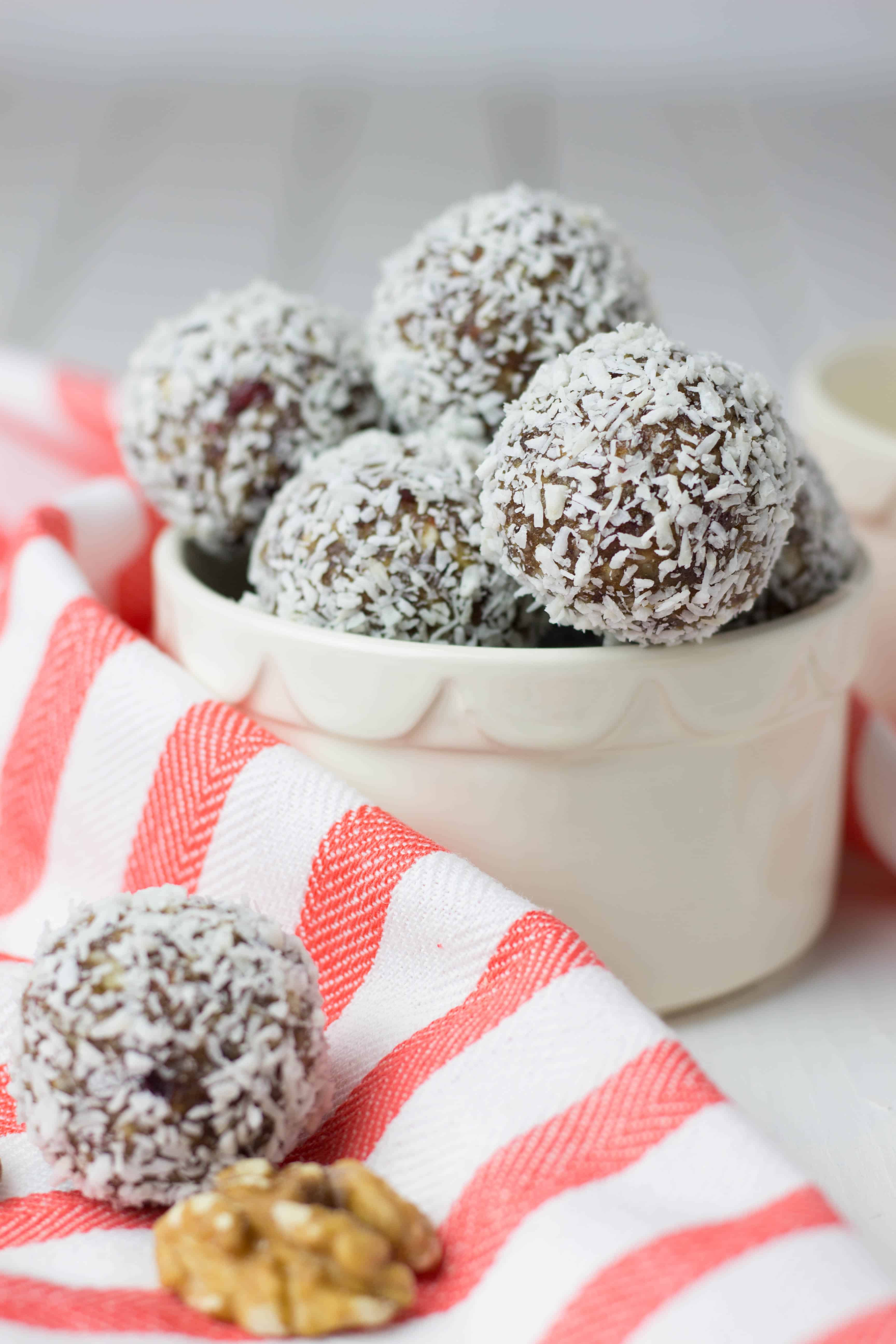 No Bake Energy Bites with Dates and Nuts