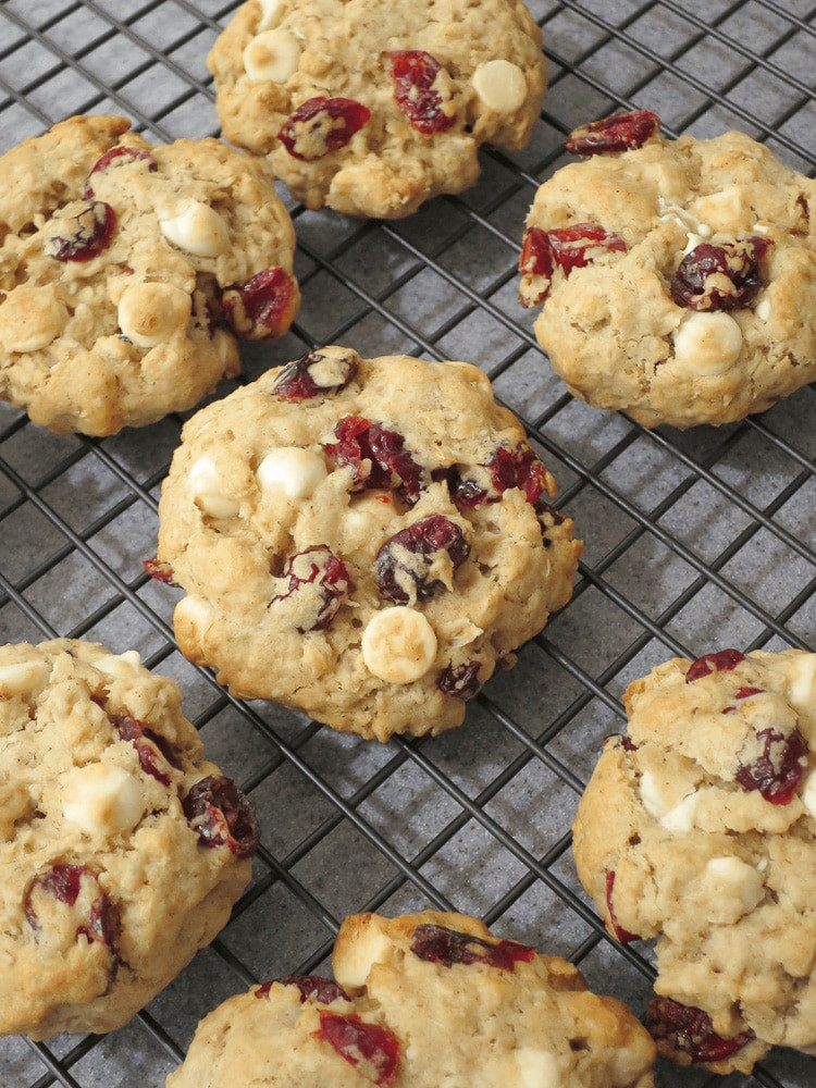 Oatmeal Cookies with Cranberries and White Chocolate