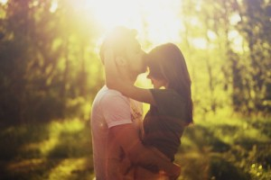 couple-embrace-kiss-photography-sunlight-favim-com-4387741