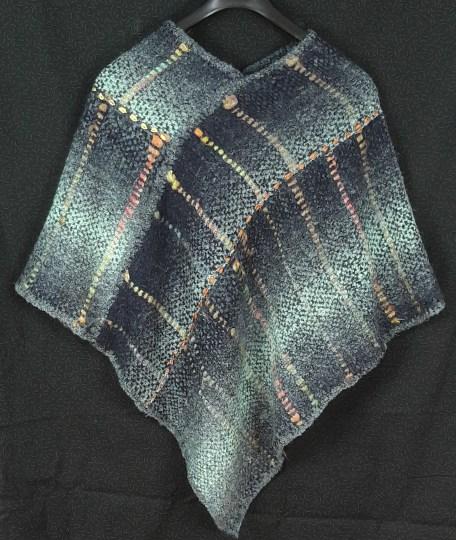 Poncho laine et mèches de soie