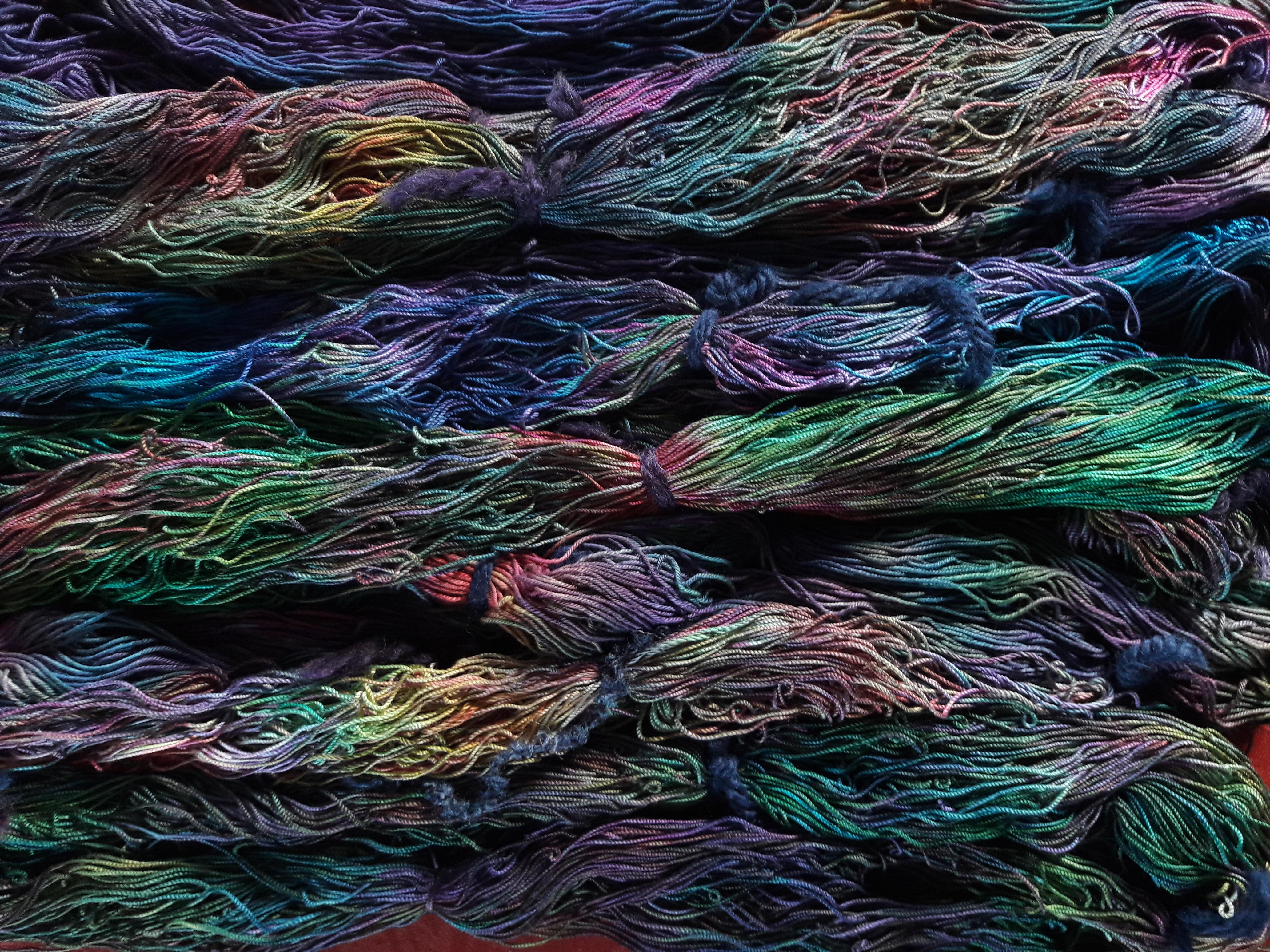 Echeveaux de coton teint