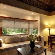 cortina plisada de Verosol en casa en Bali