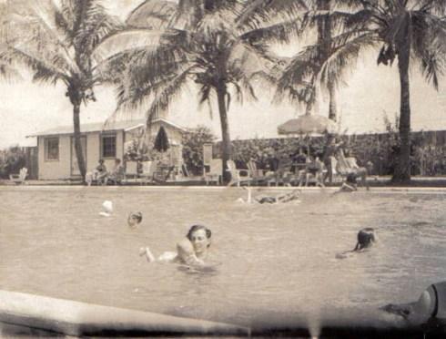 Windswept hotel Doris w Alice