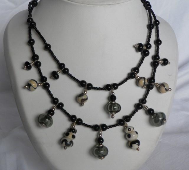 collier en perles de verre soufflées et perles de verre pleines faites au chalumeau
