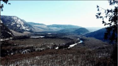 Photo dans la Vallée-Bras-du-Nord pour notre article Top 5 randos moins achalandées au Québec