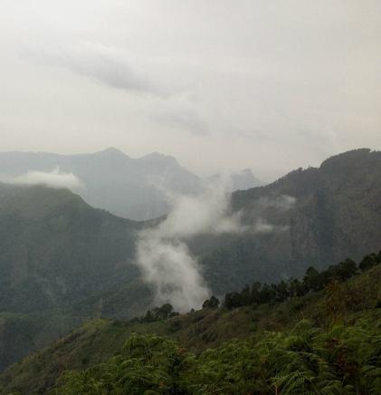 Hold me closer - cloudy dancer, Vattakanal