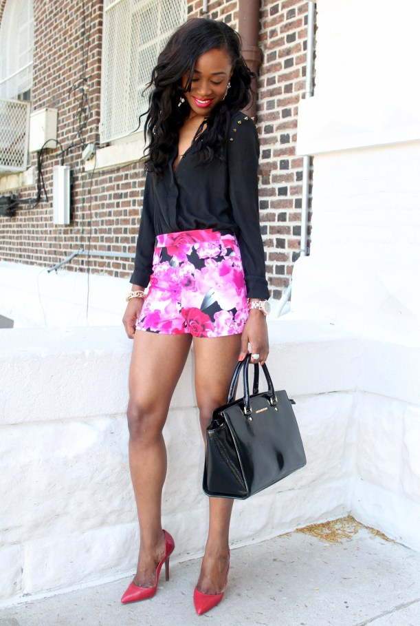 High waisted floral shorts + red pumps (3)