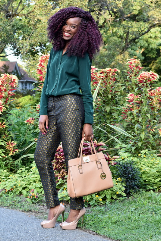 Fall workwear - Printed trousers + dark green button down (1)
